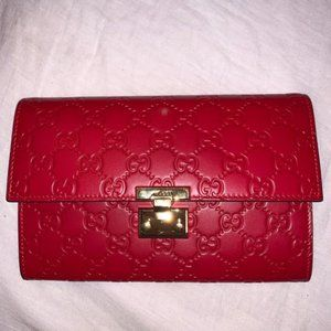 Gucci Padlock Pouch In Red